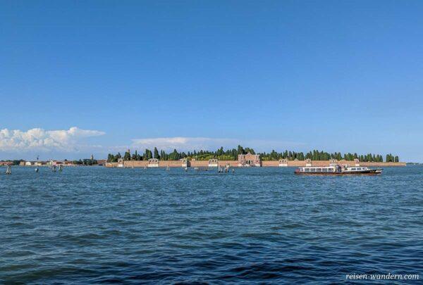 Blick auf den Friedhof San Michele in Venedig