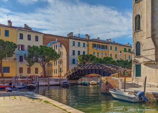 Brücke Ponte Moro Bridge mit Torbogen