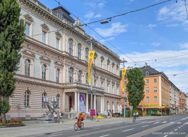 Außenansicht des Tiroler Landesmuseum Ferdinandeum
