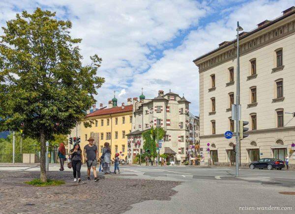 Straße an der Außenseite der Altstadt von Innsbruck