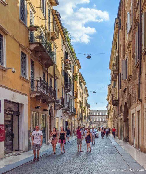 Stadttor Porta dei Borsari aus römischen Zeiten
