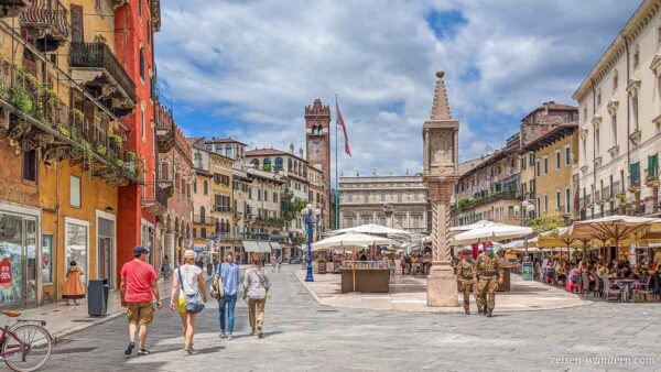 Platz Piazza delle Erbe in Verona