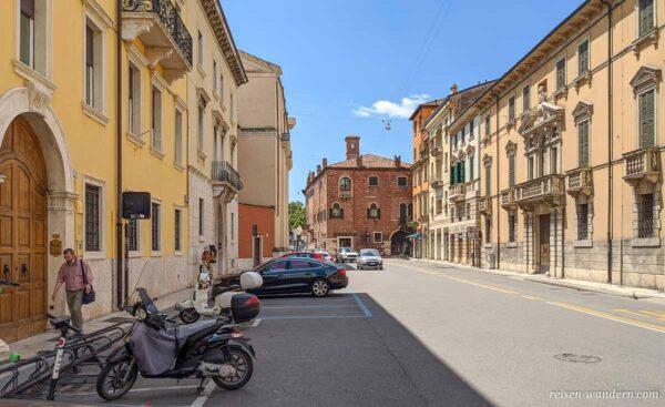 Straße in der Altstadt von Verona