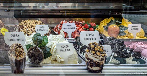 Eis an einem Eisstand in Verona