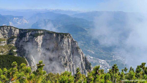 Felswand des Via Ferrata Delle Aquile