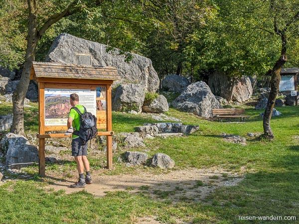 Steinebene mit Klettergarten und Rastplatz beim Monte Albano