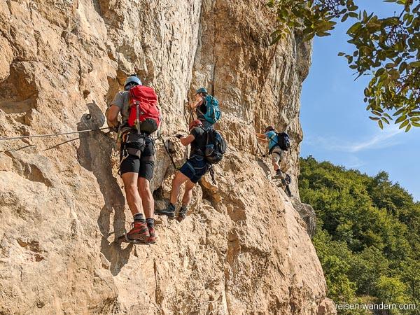 Querung an Felswand am Monte Albano