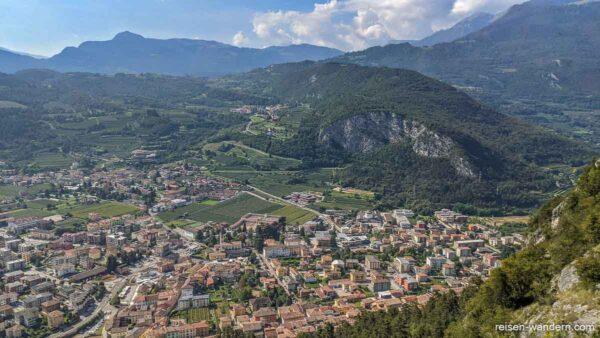 Blick vom Klettersteig Monte Albano auf Mori