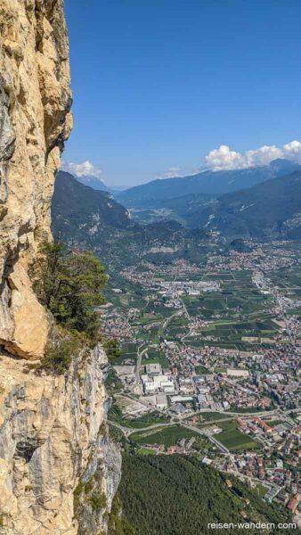 Blick von der längsten Leiter auf die Ebene hinter Riva