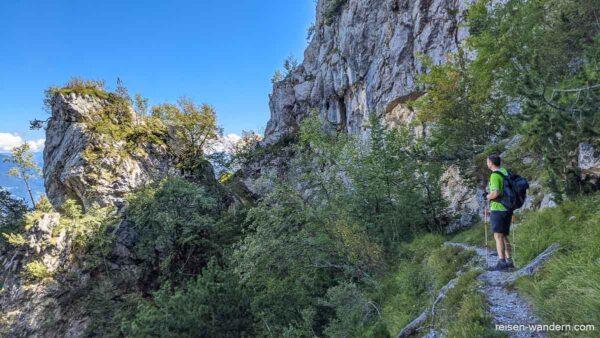 Felsformationen auf dem Abstiegsweg vom Klettersteig Via dell'