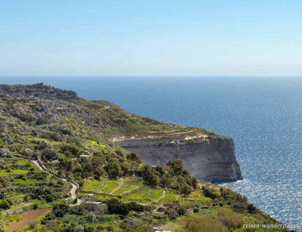 Blick auf die Felswand der Dingli Cliffs