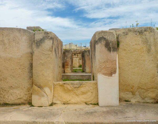 Blick durch Durchgänge im Tempel von Tarxien