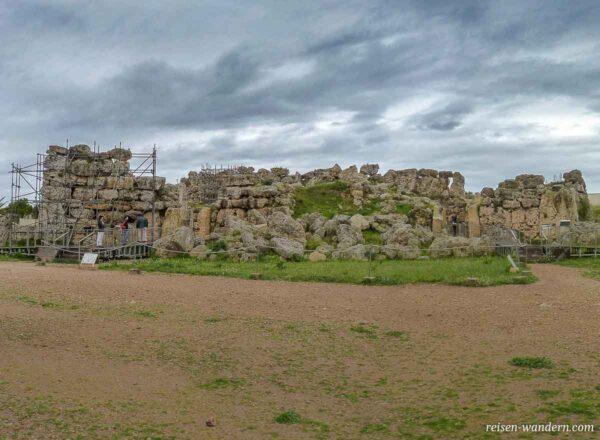 Blick auf den Außenbereich des Ggantija Tempel auf Gozo
