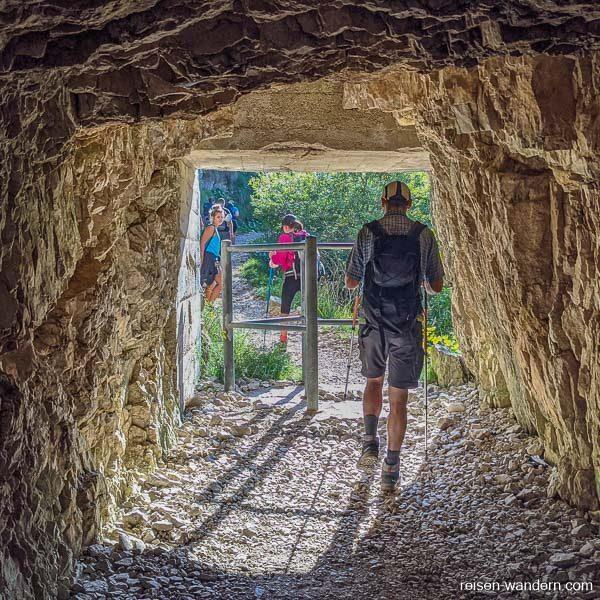 Zugang durch ersten Tunnel der Strada delle 52 Gallerie