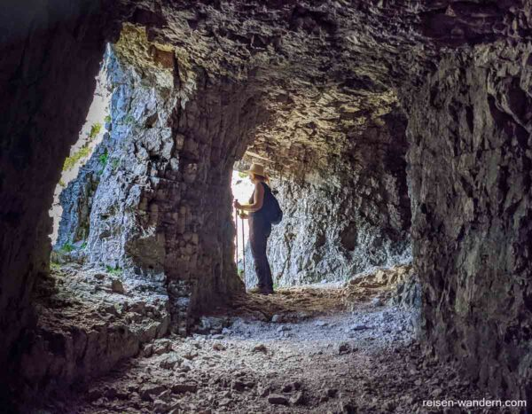 Tunnel mit Ausblickmöglichkeit bei der Strada delle 52 Gallerie