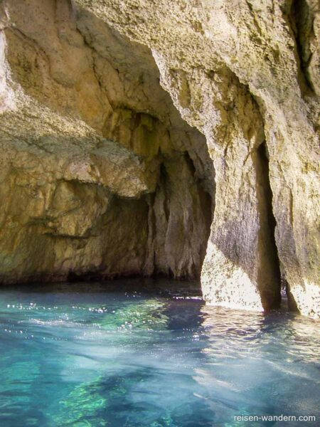 Die Blaue Grotte vom Bott aus gesehen
