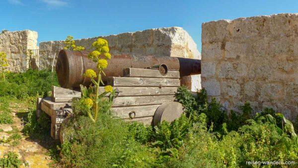 """Kanone auf der Wehranlage """"St. Mary's Gun Battery"""""""