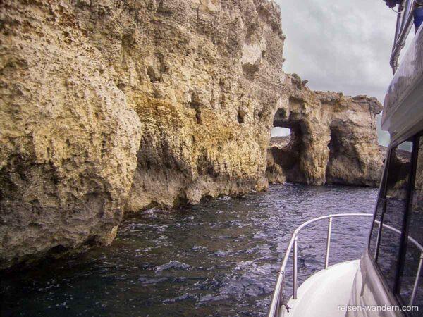 Felslandschaft an der Küste von Comino