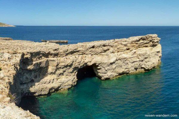 """Blick auf die Felshöhle """"Santa Maria Caves"""""""