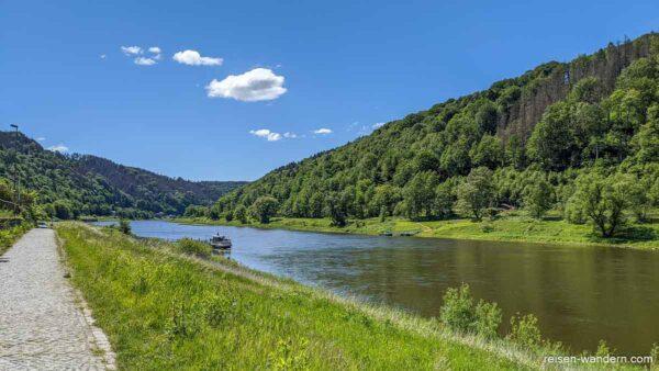 Fähre in Schmilka bei der Elbe in der Sächsischen Schweiz