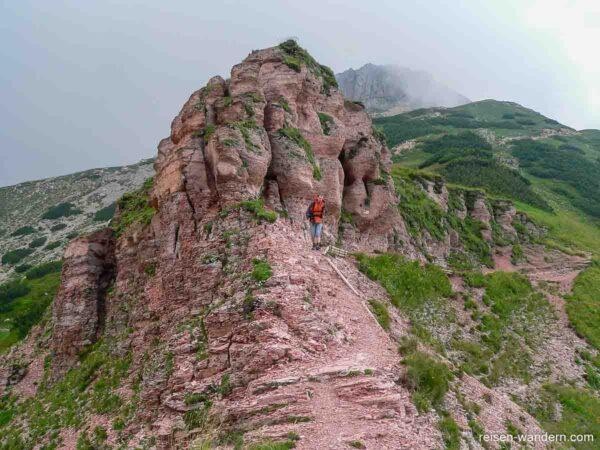 Roter Fels unterhalb des Monte Cornetto