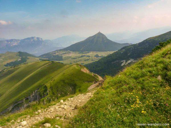 Abstiegsweg vom Dos d`Abramo mit Blick auf die Umgebung