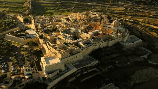 Luftaufnahme mit Blick auf Mdina