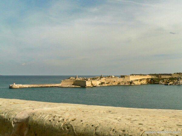 Blick auf Ausläufer des Fort Rinella vom Fort St.Elmo