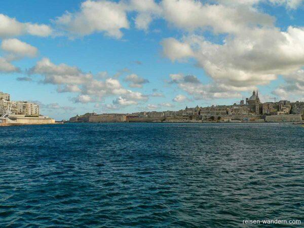 Meeresbucht beim Fort Tigne und Fort St. Elmo auf Malta