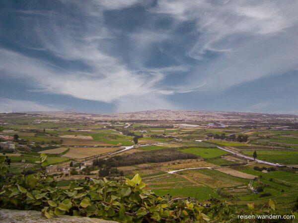 Blick auf die Ebene von Malta von Mdina