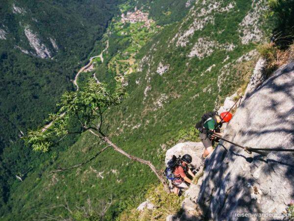 Kletterwand des Fausto Susatti mit Sicherungen