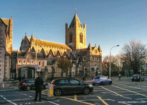Außenansicht der Christ Church Catedral in Dublin