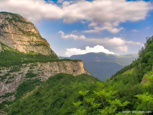 Sezione Sat Mori mit Massiv des Monte Baldo