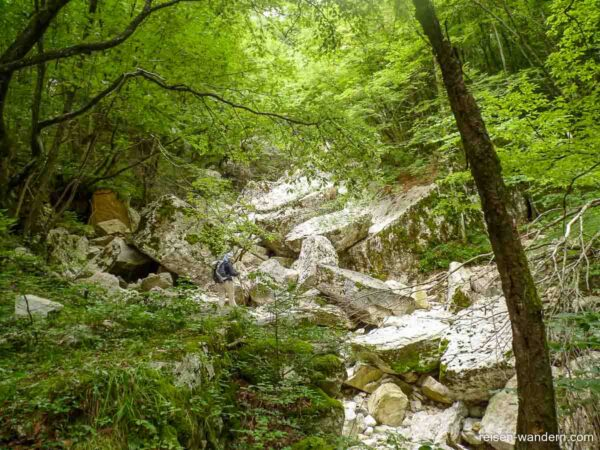 Flussbett beim Zustieg zum Gerardo Sega