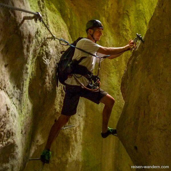 Spreizschritt am Klettersteig Rio Sallagoni