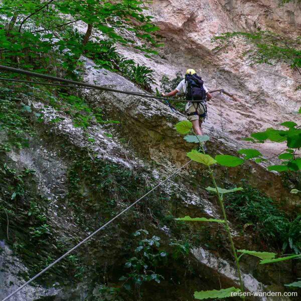 Seilbrücke am Rio Sallagoni