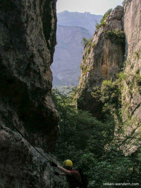 Blick vom Sentiero attrezzato Rio Sallagoni in das Tal