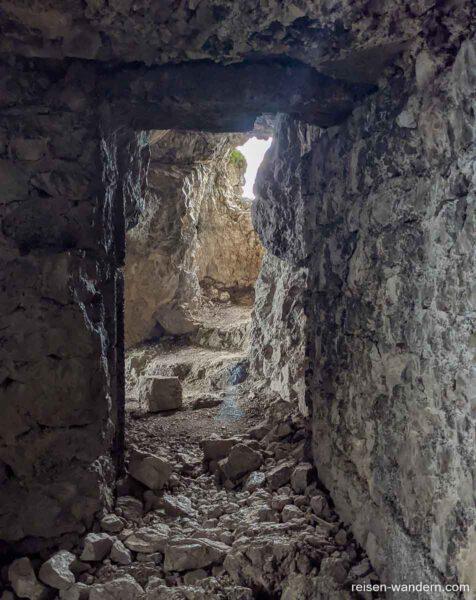 Tunnel aus dem 1. Weltkrieg am Klettersteig Fausto Susatti