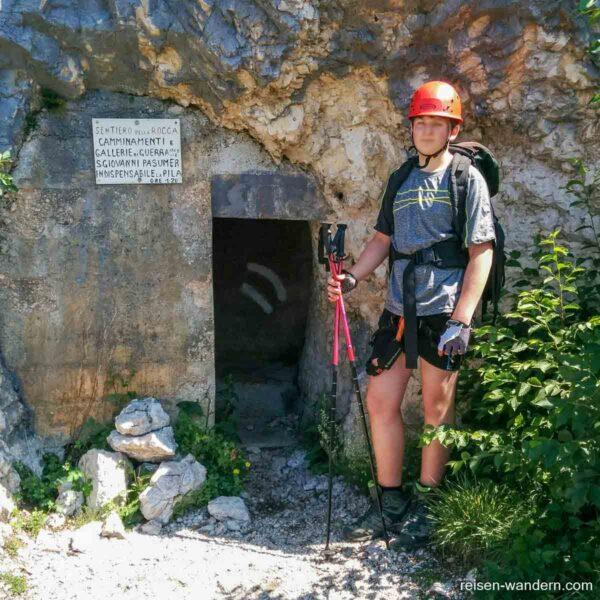 Zugang zum ersten Tunnel am Sentiero dei Camminamenti