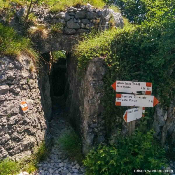 Zugang zur Gallerie d. Guerra