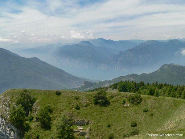 Blick auf den Gardasee vom Monte Bianca