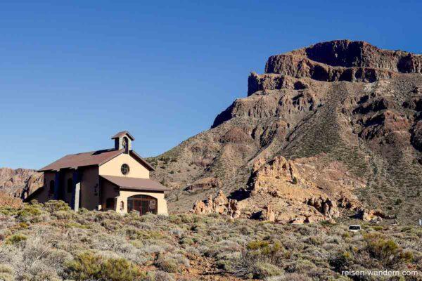 Kapelle in der Caldera des Teide am Abend