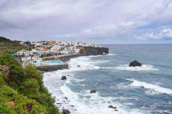 Blick auf die Küstenlinie von San Juan la Rambla