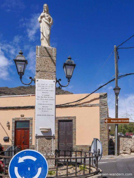 Wegweiser zum Roque del Conde in Vento