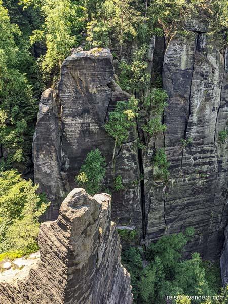 Blick auf die Felswände der Zwillingsstiege