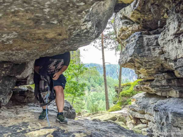 """Felsdurchgang auf dem letzten Abschnitt des """"Unterer Terrassen"""