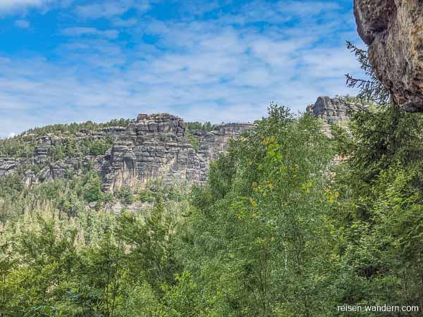 Blick auf Felswände der Rübezahlstiege