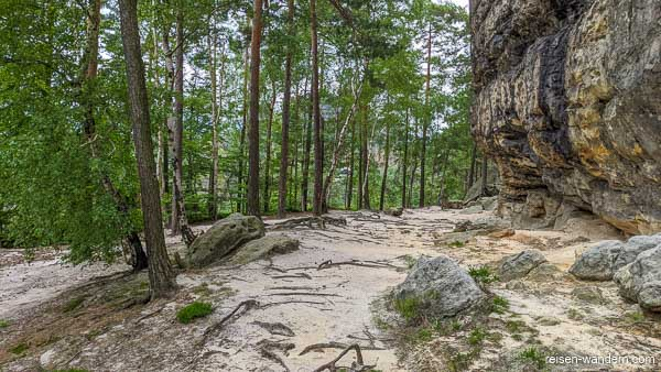"""Sandfläche auf """"Unterer Terrassenweg"""" bei Rotkehlchenstiege"""