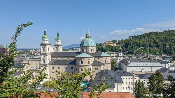 Über den Dächern von Salzburg mit Dom