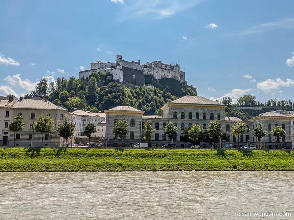 Fluss Salzach und Festung Hohensalzburg